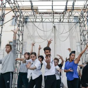 """Debutta """"La rana e le nuvole"""", nuovo spettacolo di danza e circo per i cento anni della nascita di Paolo Grassi"""